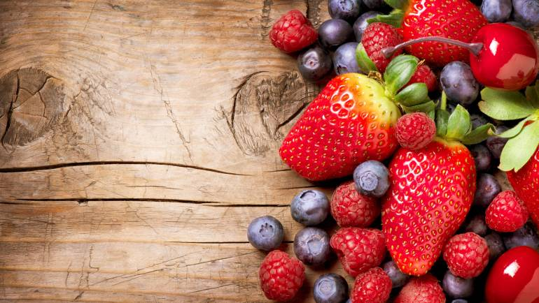 Health Benefits of Strawberries & Blueberries